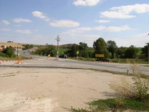 obrázek:obr 3 pohled na krizovatku po uprave foto 9 2004 smer vyskov